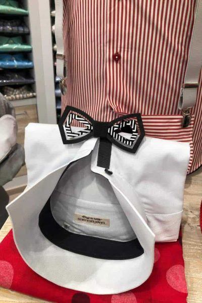 camicia bianca con colletto interno nero