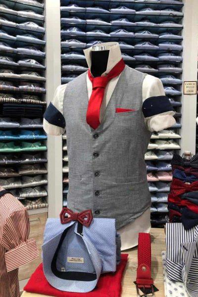 camicia bianca con crvatta rossa